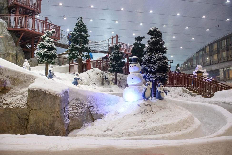 Ski Dubai ligger i Mall of the Emirates ved Dubai marina