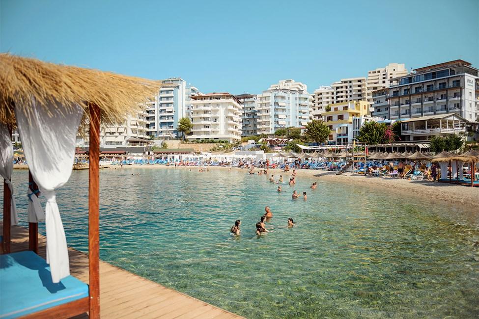 Stranden nærmest hotellene Epirus og Apollon
