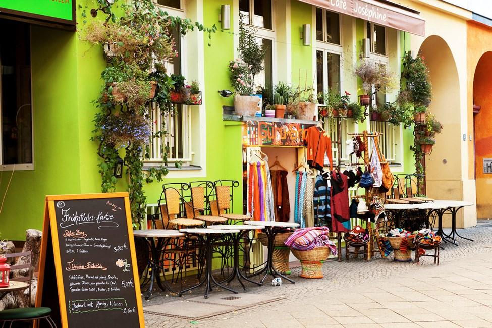 Bruktbutikker i Bergmanstrasse i Kreuzberg, Berlin