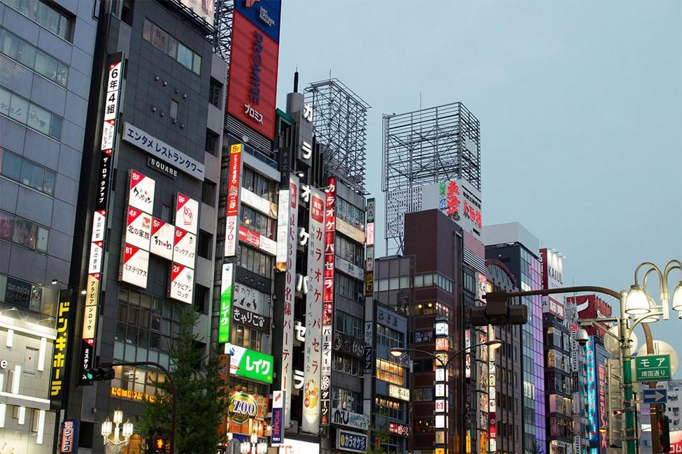Yasukuni-dori Street, Shinjuku-distriktet