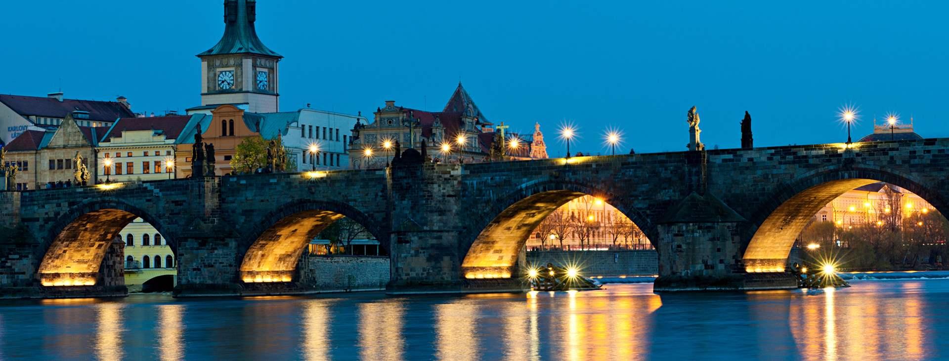Bestill en reise med fly og hotell til Tsjekkia