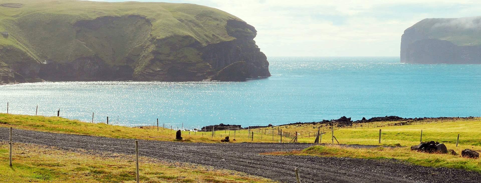 Bestill en reise med fly og hotell til Island