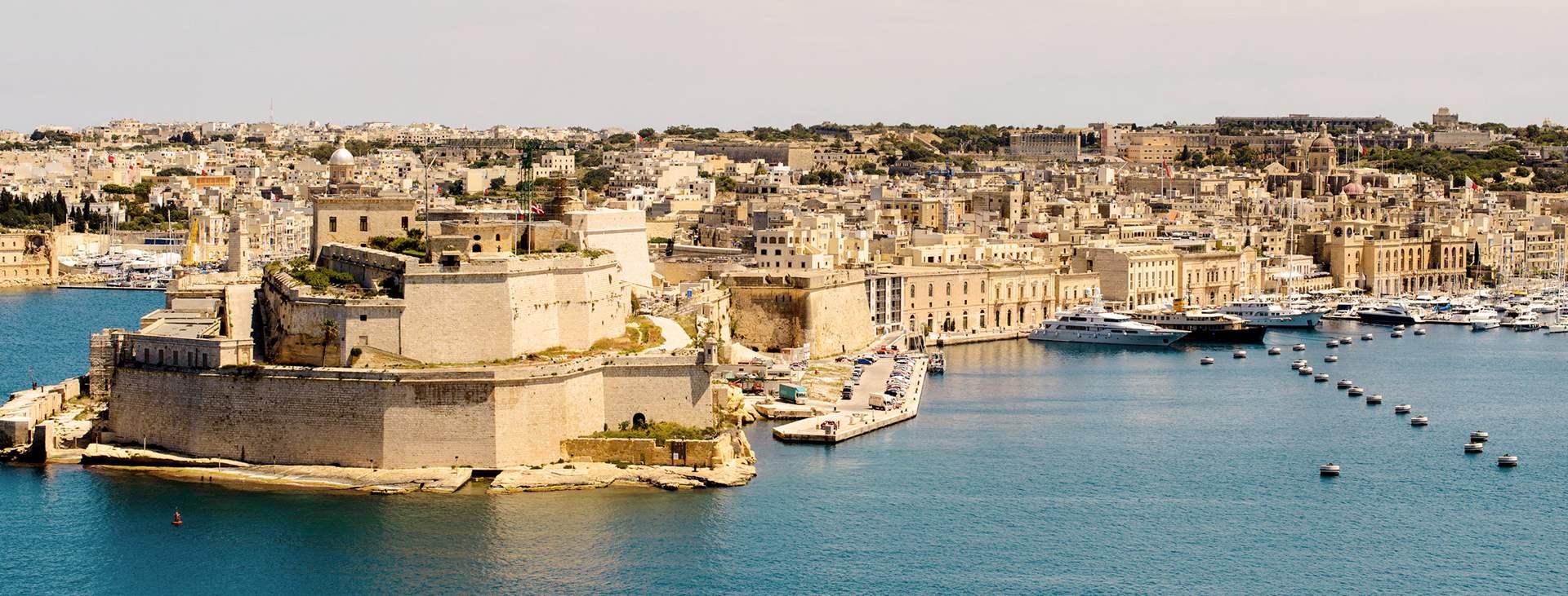 Bestill en reise med fly og hotell til Malta