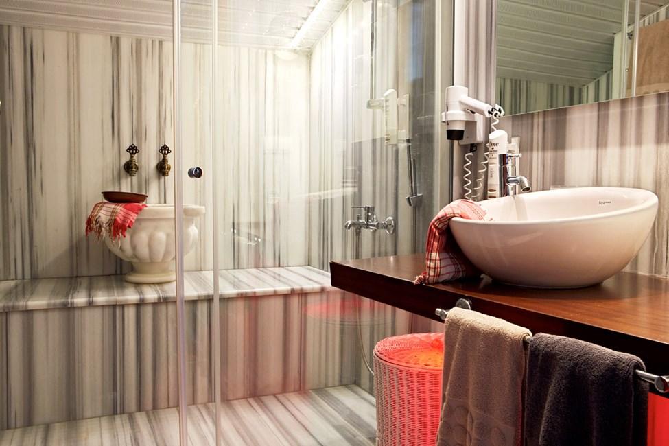 Badet i en Penthouse Suite med balkong med havutsikt