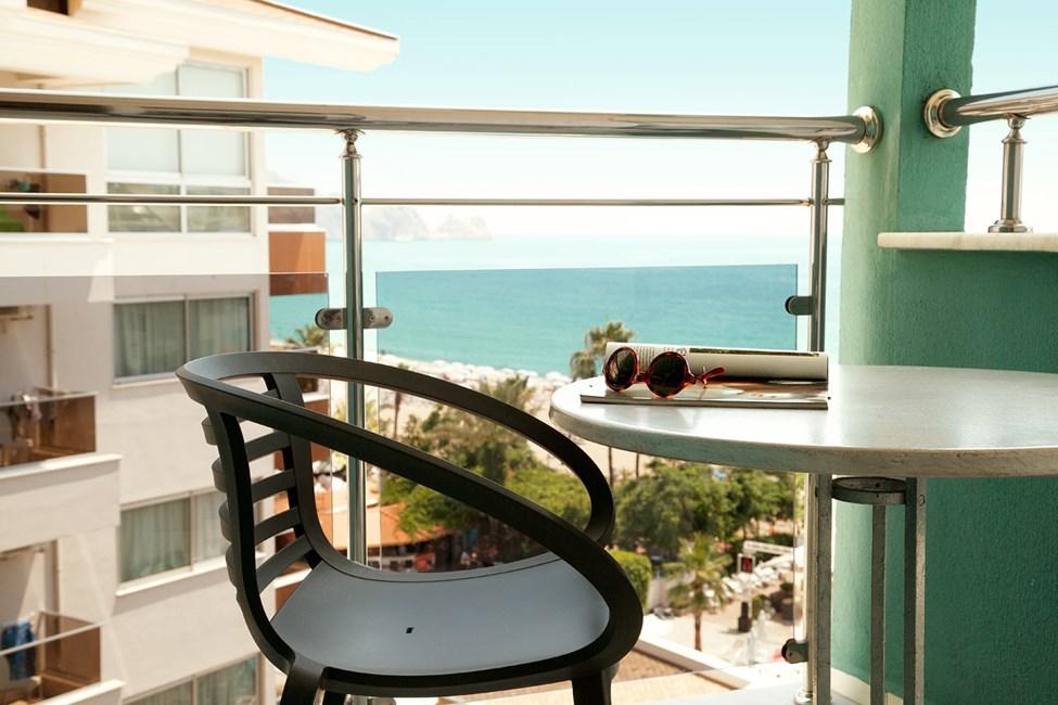 Junior Suite med balkong med begrenset havutsikt