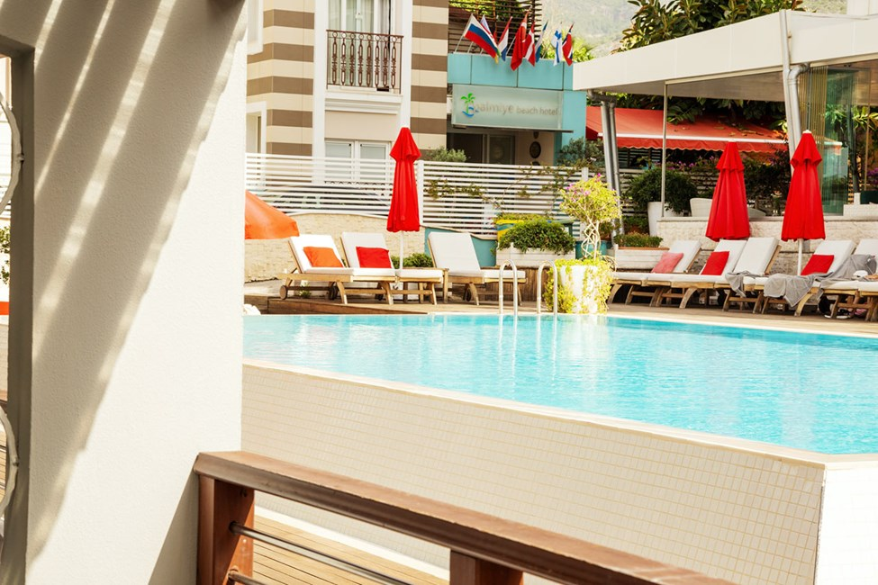 Classic Suite med terrasse mot bassengområdet
