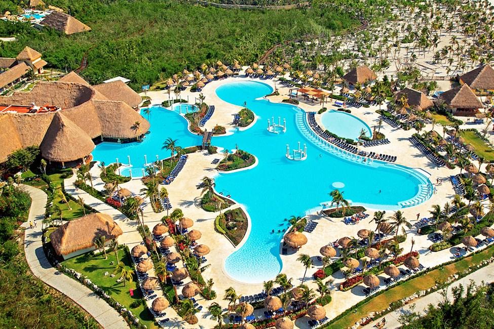 På Grand Palladium Colonial White Sand Resort & Spa kan du nyte de store og herlige bassengområdene