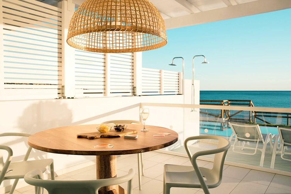 3-romsleilighet Royal Pool Suite, stor terrasse med havutsikt og direkte utgang til privat, delt basseng, Afrodite