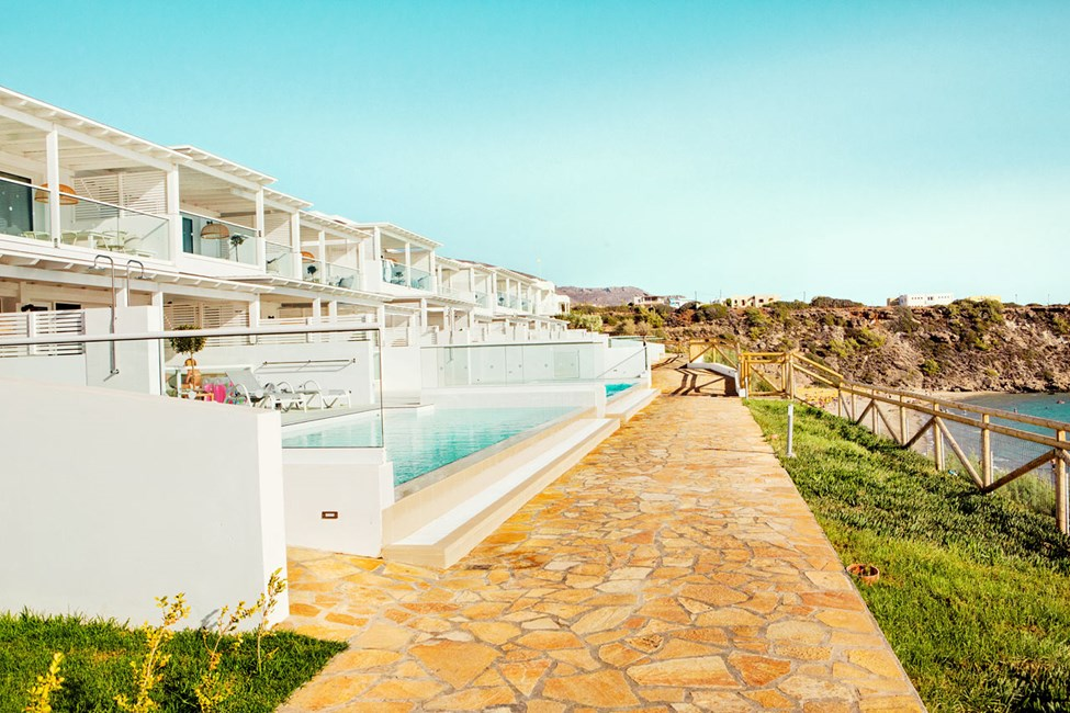 Vil du bo nær havet er Afrodite et godt valg.