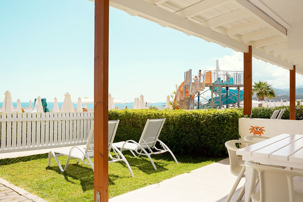 2-romsleilighet Lollo & Bernie Suite med terrasse mot bassengområdet på Apollon