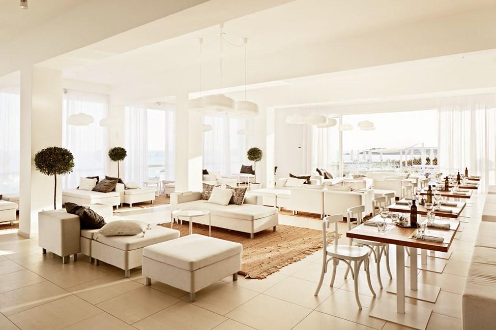 Loungen ved siden av Ocean Beach Restaurant