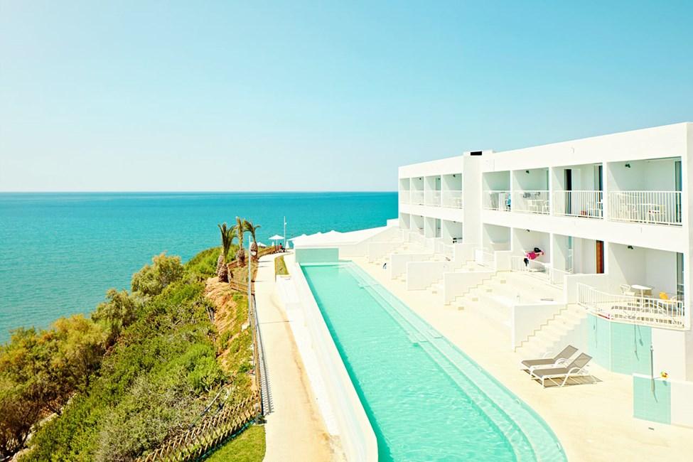 Bo ekstra luksuriøst i en suite med direkte utgang til bassenget