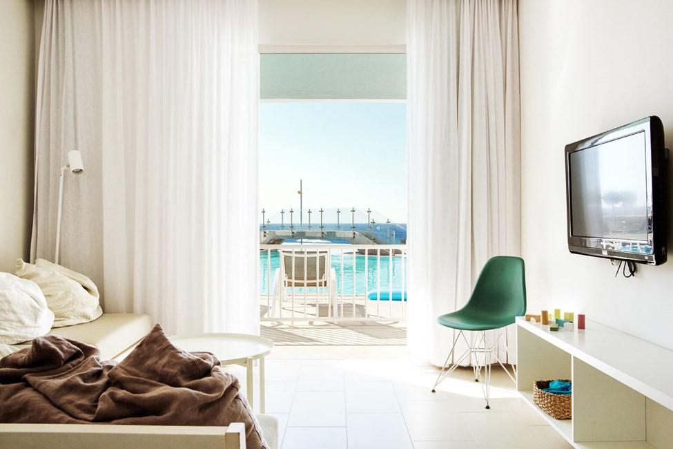2-roms Club Suite, terrasse med havutsikt og direkte utgang til hotellets basseng