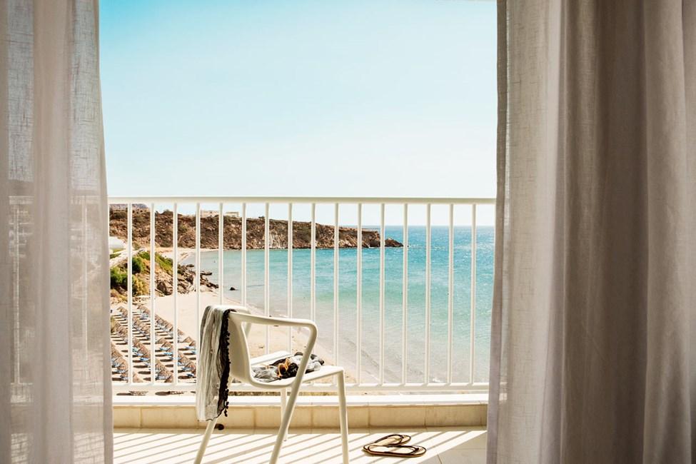 1-roms Compact Suite, balkong med havutsikt