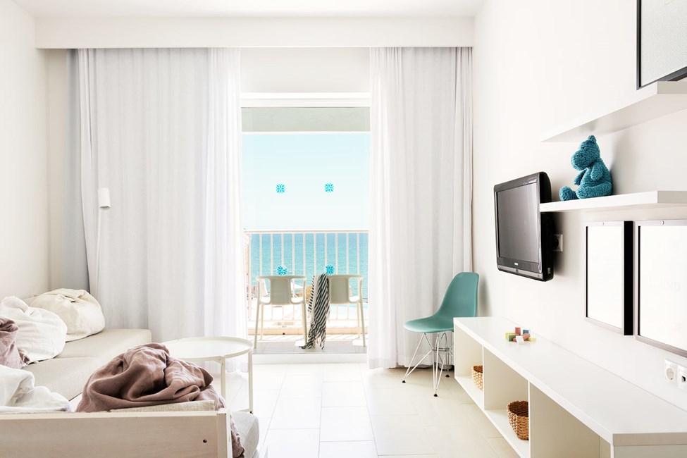 2-roms Club Suite, balkong mot bassengområdet, med havutsikt
