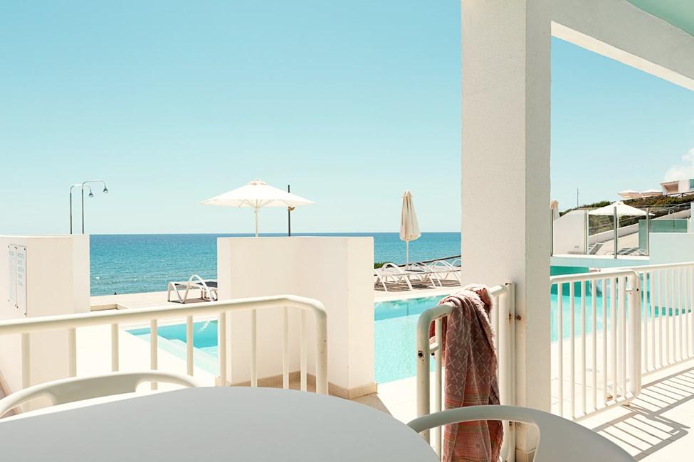 2-roms Club House Pool Suite, terrasse med havutsikt, nærmest havet og med direkte utgang til privat, delt basseng