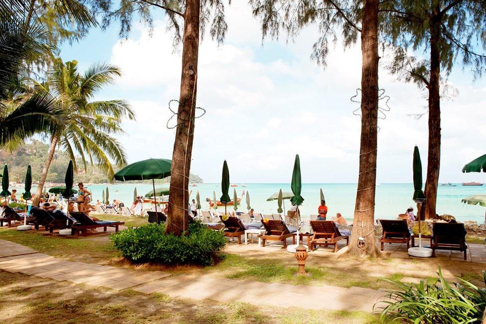 For øyeblikket er solsenger, barer og annen kommersiell virksomhet fjernet fra alle strender i Thailand. Les mer i beskrivelsen av reisemålet.