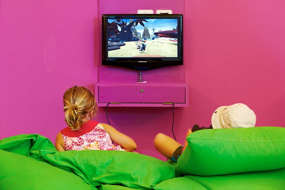 I Play & Chat kan du spille PlayStation og chatte med venner.