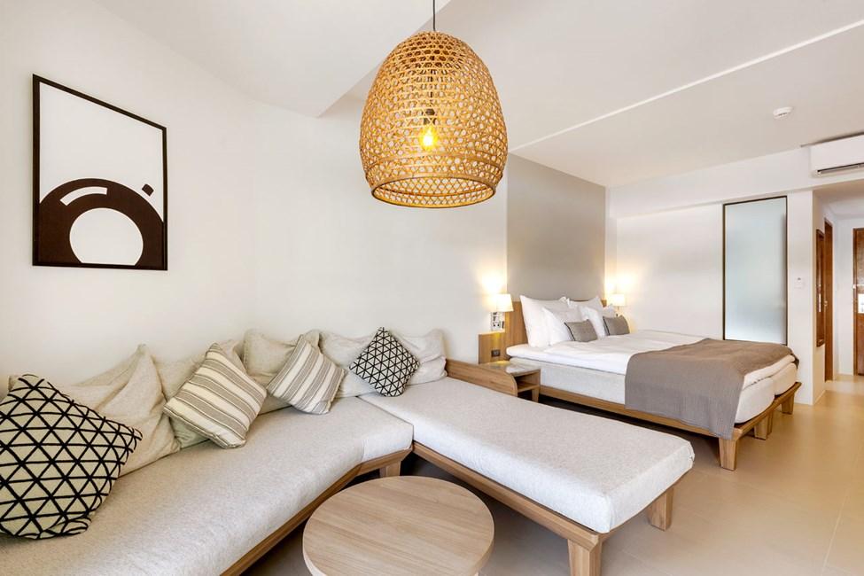 1-romssuite Family Suite, balkong mot bassengområdet og 1-romssuite Royal Family Suite. Bildet er et eksempel på hvordan det kan bli seende ut etter renovering vinteren 2019/2020