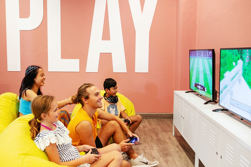 I Teen Lounge kan du spille PlayStation 4