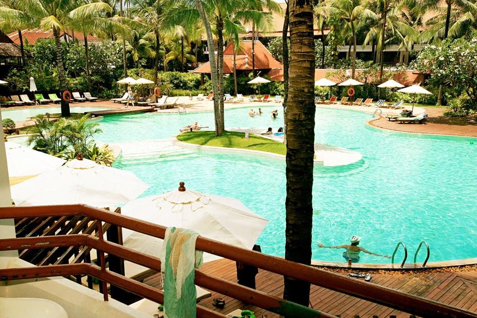 Double Room Deluxe med balkong mot bassengområdet