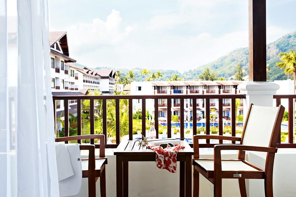 Classic Suite med balkong mot bassengområdet