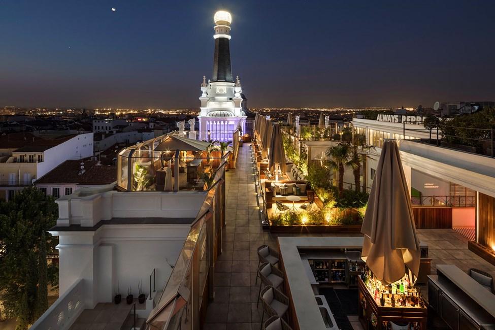 Hotellets kombinerte takbar og restaurant