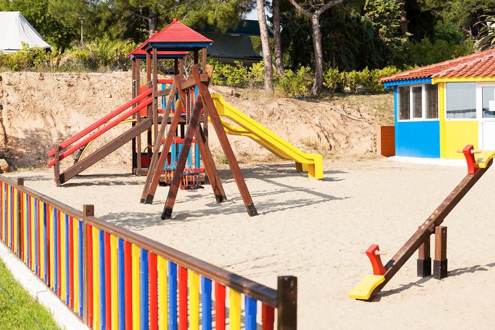 Fin liten lekeplass for barna