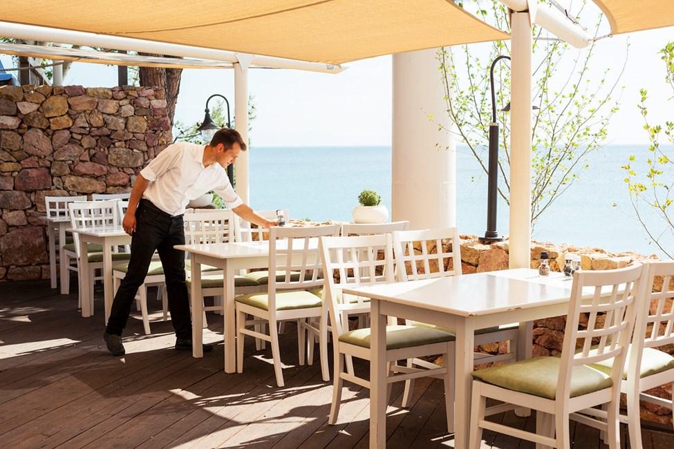 Tavernaen har greske- og andre middelhavsspesialiteter på lunsjmenyen