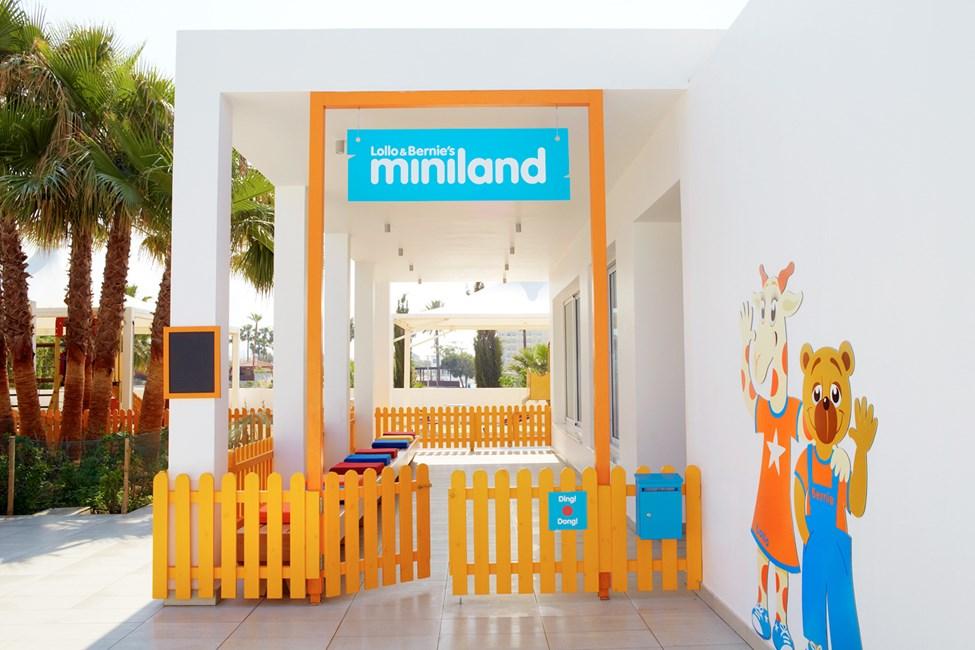 Alle barn er velkommen til Lollo & Bernies Mini Land for å leke, spille, tegne og se på film