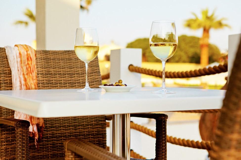 Sunprime Restaurant kan friste med vellaget mat i en avslappet atmosfære. Eieren driver flere av Ayia Napas beste restauranter.