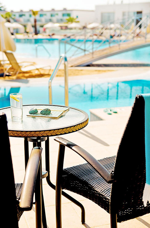 Junior Suite med direkte utgang til basseng