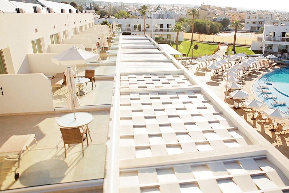 Prime Rooftop Suite 1 rom med stor balkong mot bassengområdet