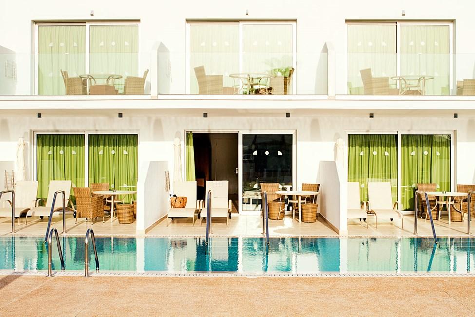 Prime Pool Suite 1 rom med terrasse med utgang til privat, delt basseng