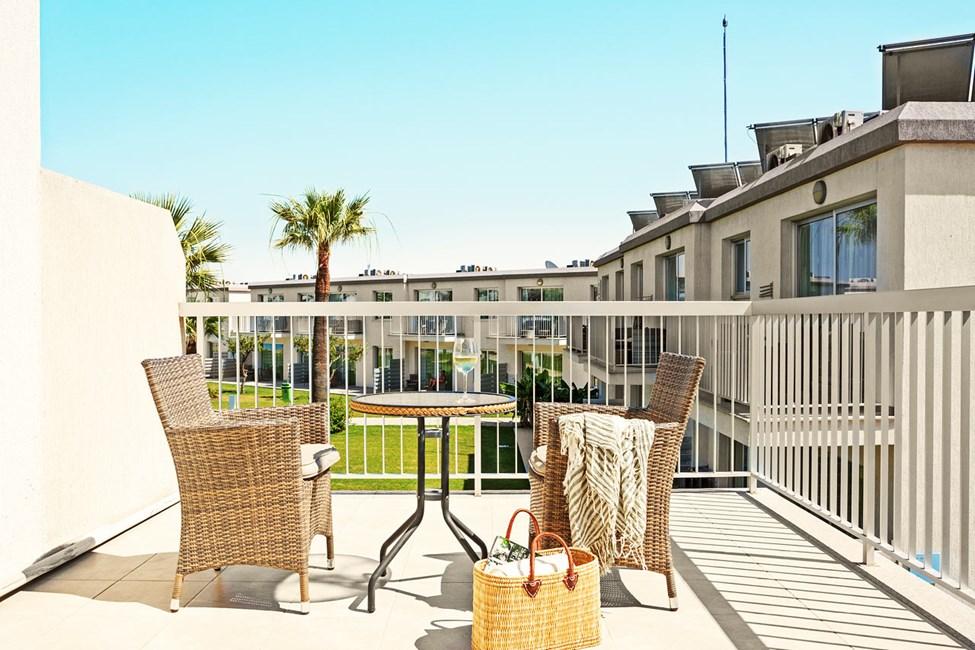 Junior Suite 2 rom med balkong mot hagen