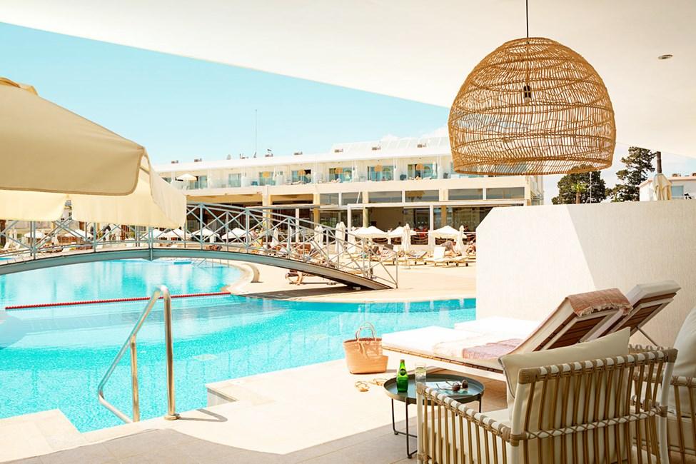 Prime Pool Suite 2 rom med terrasse med direkte utgang til hotellets basseng