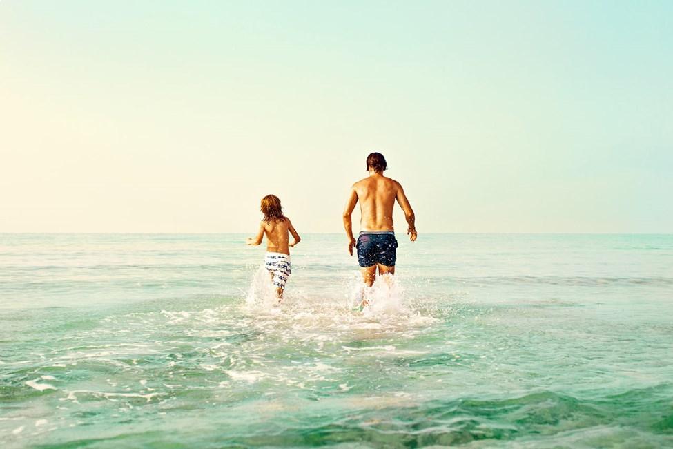 Nissi Bay og Sandy Bay Beach ligger bare et par hundre meter unna