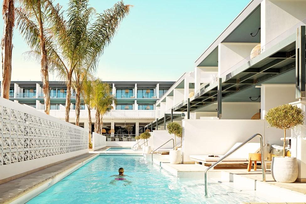 Hopp rett ut i bassenget fra terrassen din