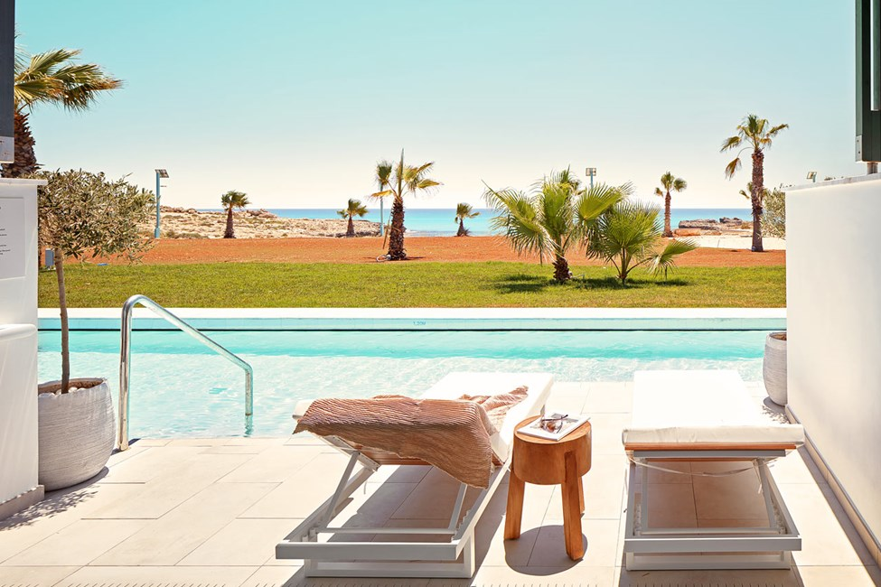 2-roms CLUB SUITE med terrasse mot havet og direkte utgang til privat, delt basseng