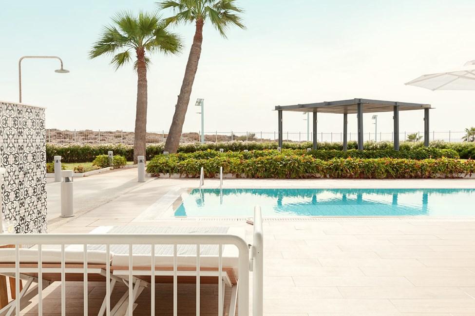 3-romssuite CLUB POOL SUITE, stor terrasse mot havet, med direkte utgang til delt privat basseng