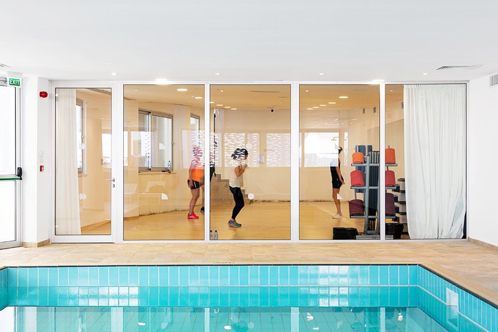 Hotellets innendørsbasseng og treningsrom