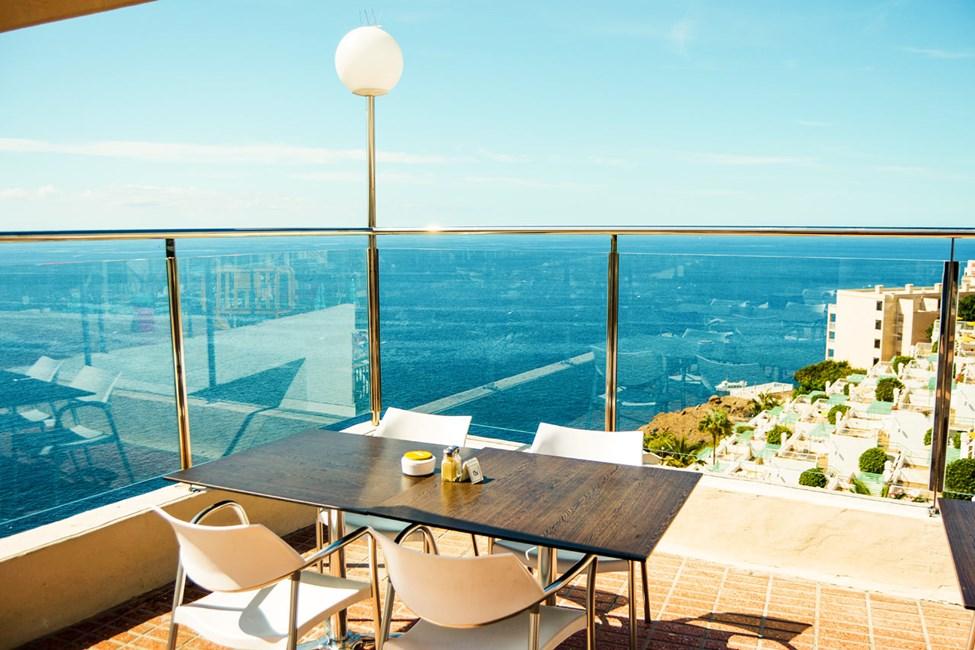 Hotellets restaurant har fantastisk utsikt!