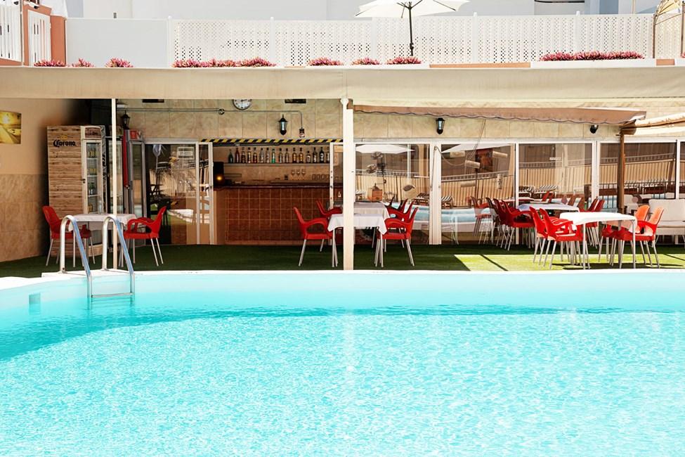 Hotellets bassengbar