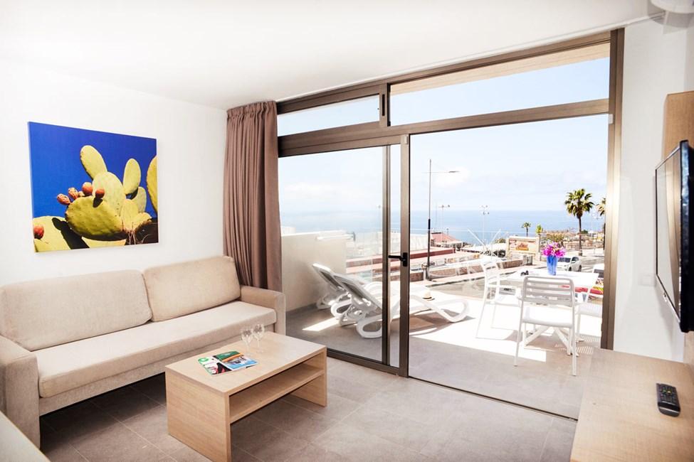 2-romsleilighet med stor balkong mot bassengområdet