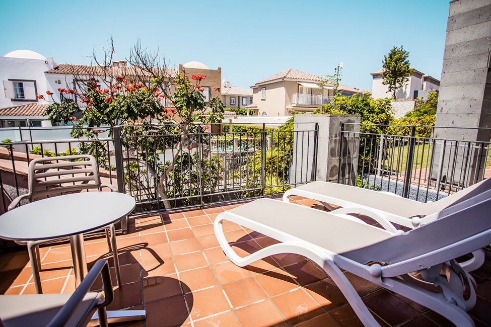 Dobbeltrom superior og 3-romsleilighet med privat hage