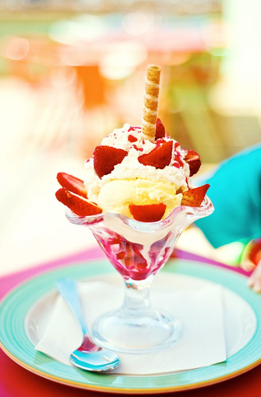 Alle barn får is til dessert i bufférestauranten
