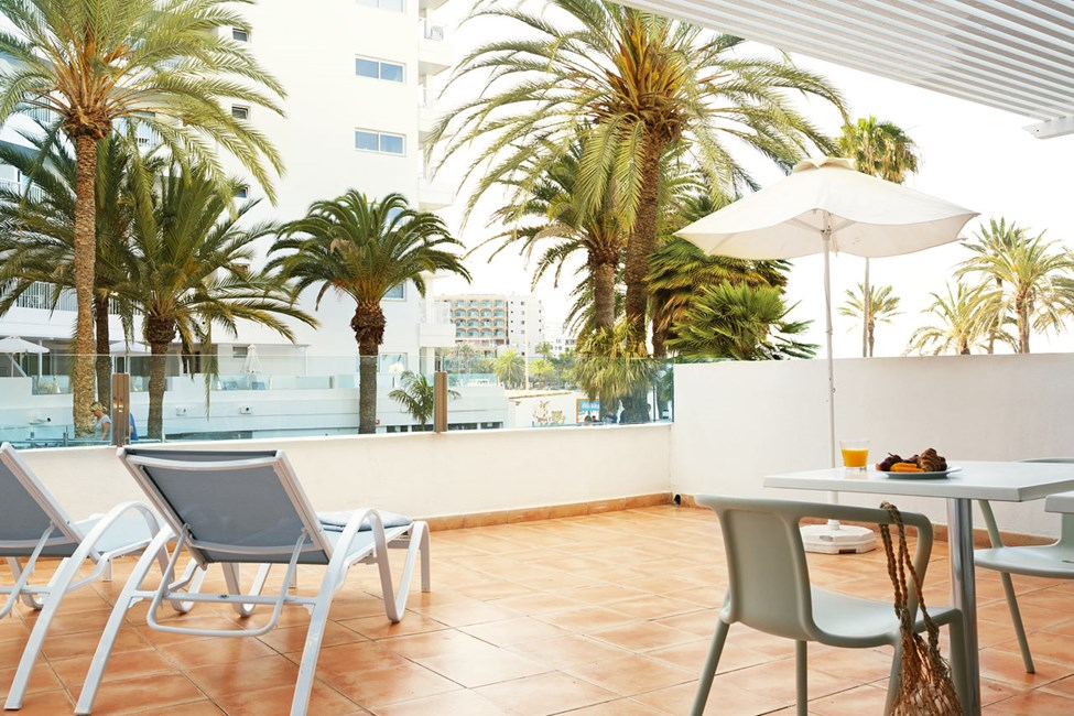 Større 2-romsleilighet FAMILY med balkong mot havet