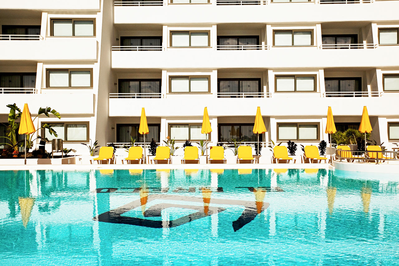 Det store bassenget, 320 m²