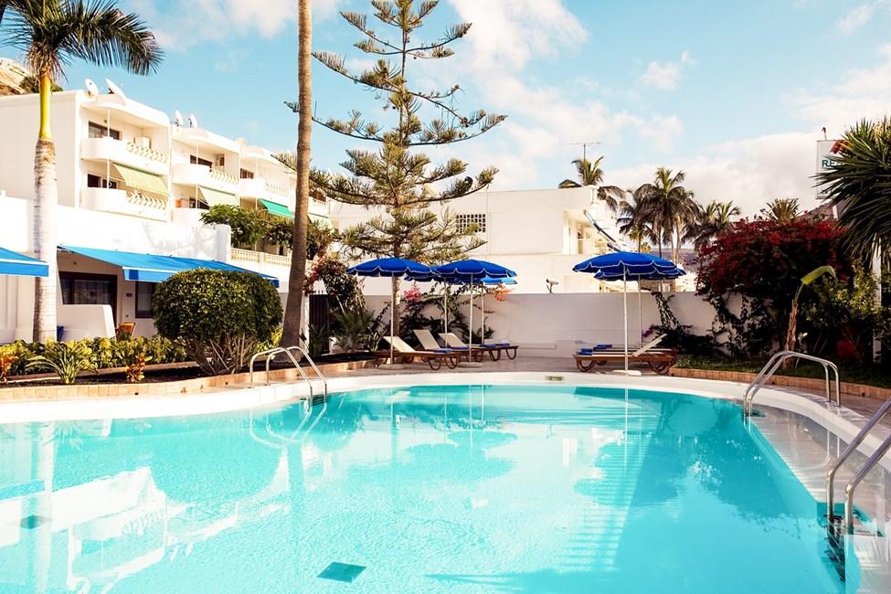 Det lille bassenget er reservert for gjester i leiligheter med høyere standard.