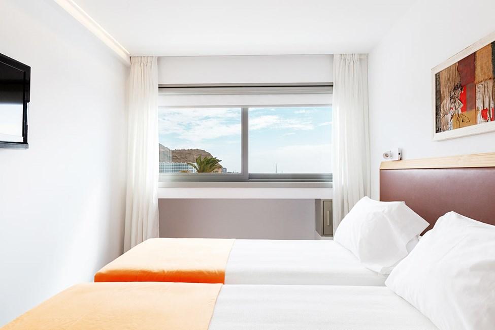 2-romsleilighet med balkong og havutsikt